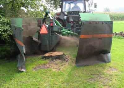 Machinaal boomstronk verwijderen
