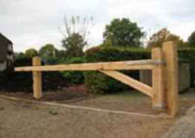 zware eiken slagboom poort